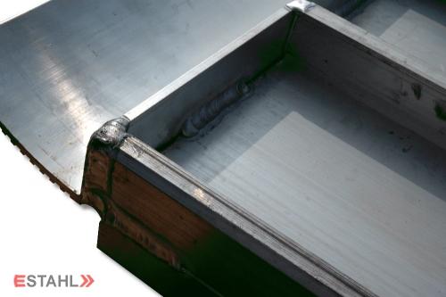 1 Breitrampe mit Rand, 4000 mm lang, 700 mm breit mit leichtem Transportschaden